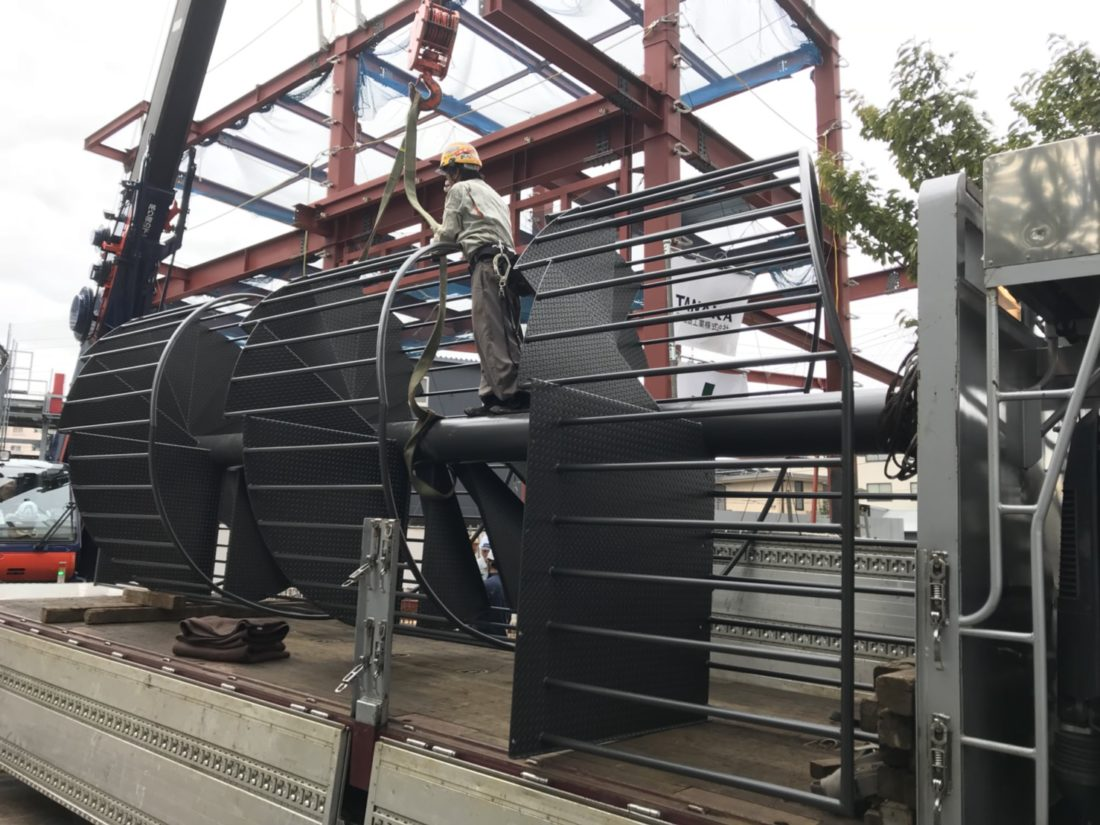 ラセン階段 運搬 白井市→足立区 7t平ボディ車で安全搬送